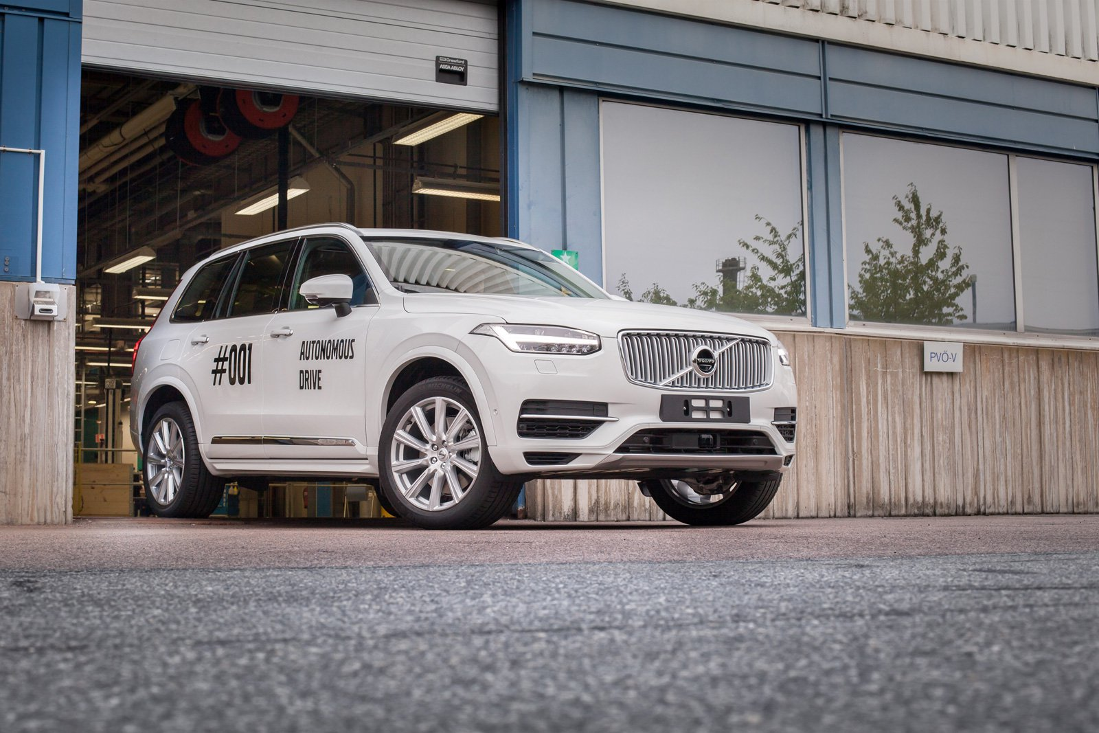 Volvo's Self-Driving Car Project, Real People and Real Roads